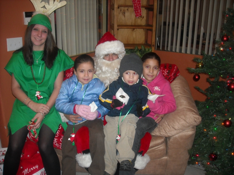 After visiting Page Commons and Paz de Cristo, the children celebrated the holidays with Santa Claus at Villas de Merced.