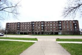 2000 Illinois Apartments located in Aurora, Ill.